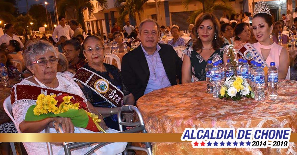 300 madres fueron agasajadas por la Alcaldía de Chone