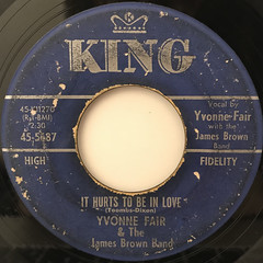 YVONNE FAIR & THE JAMES BROWN BAND:IT HURTS TO BE IN LOVE(LABEL SIDE-A)