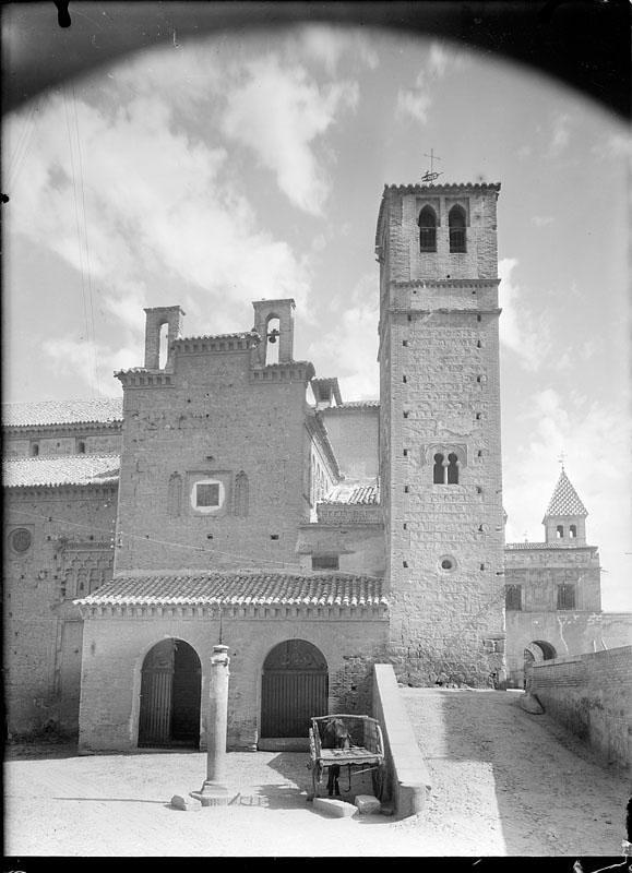 Santiago del Arrabal a mediados del siglo XX. Fotografía de Juan Miguel Pando Barrero © Fototeca del IPCE signatura PAN-014049_P
