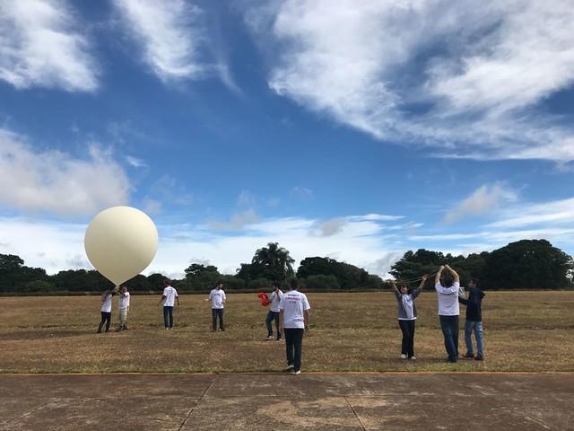 Equipe HAB-IMT lança balão meteorológico no espaço