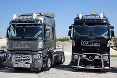 Deux tracteurs RENAULT TRUCKS T  (F-65)