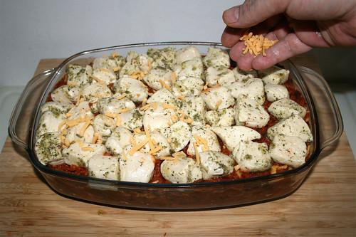 44 - Mit restlichen Käse bestreuen / Dredge with remaining cheese