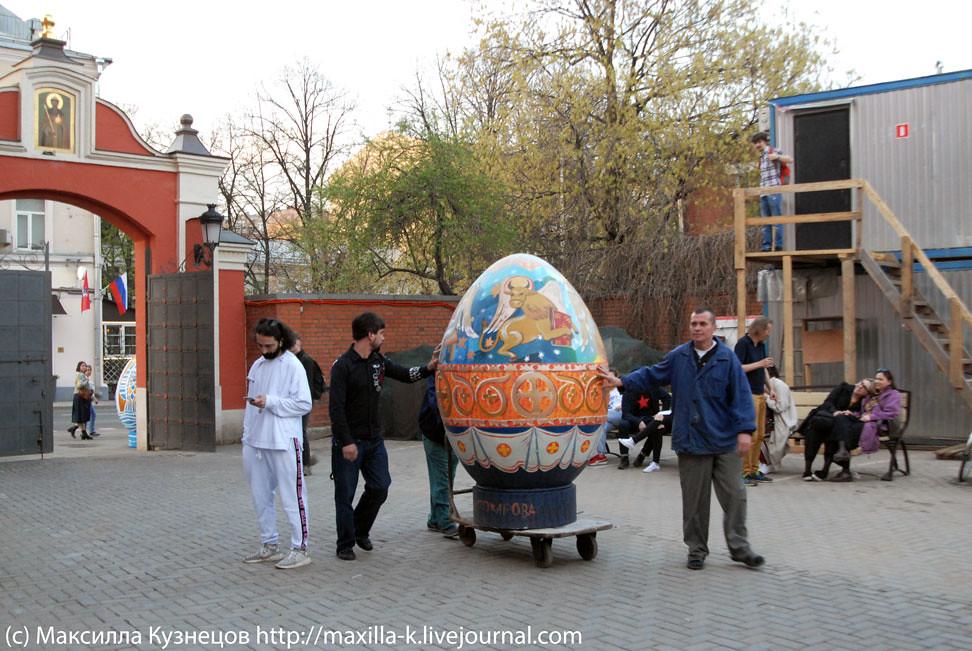 Яйцо на колесиках