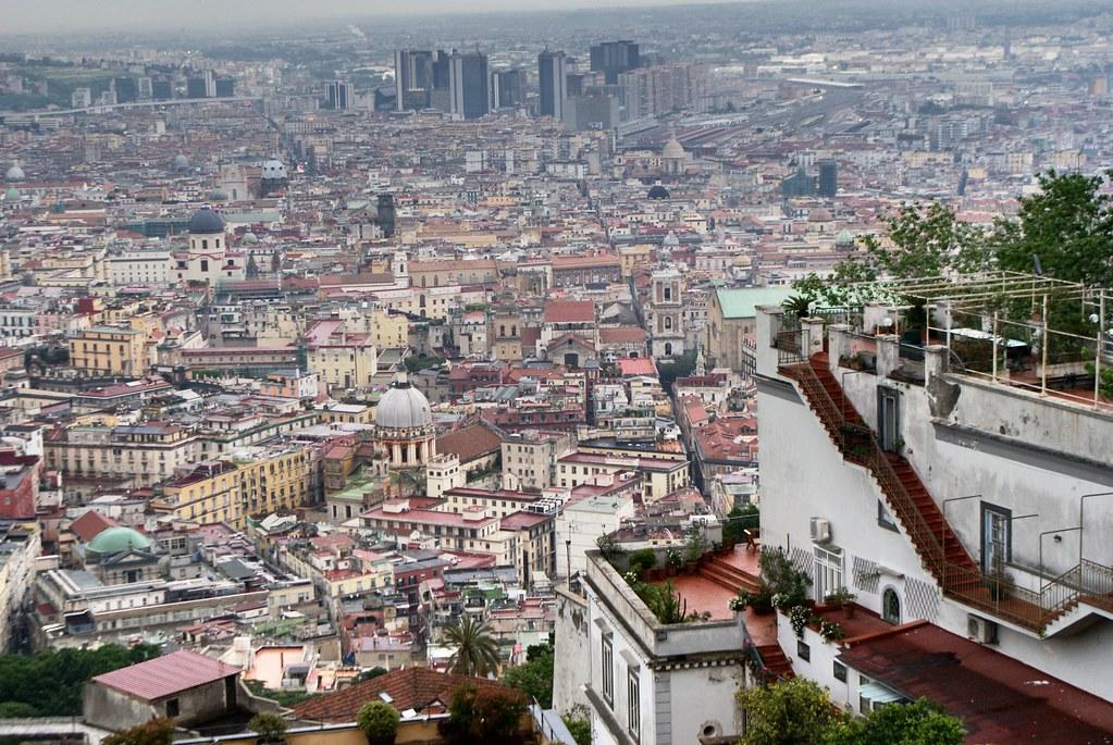 Vue sur le Vieux Naples depuis la colline du Vomero.