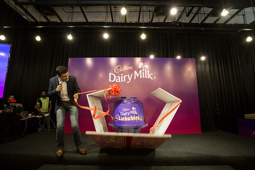 Vikram Karwal, Mondelēz International Associate Director of Southeast Asia, Chocolate, revealed the product to guests, officially launching the product in Malaysia