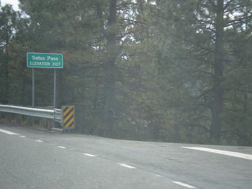 us97 klickitatcounty washington sign pass summit satuspass biggreensign