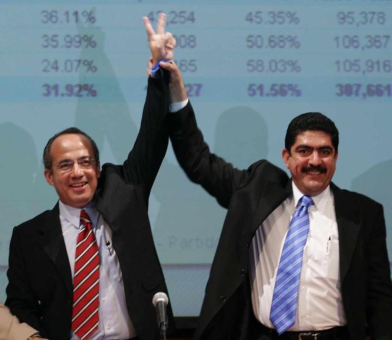 3.- Con el panista Felipe Calderón en 2006.