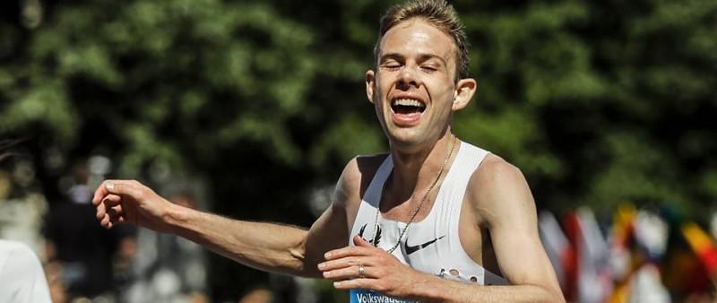 Homoláč v úžasné bitvě udolal Pavlištu, pražský maraton teprve podruhé v historii vyhrál bílý běžec Rupp