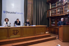 """10/05/2018 - Conferencia DeustoForum. Monseñor Lucio Adrián Ruiz: """"Fake news y periodismo de paz: la verdad os hará libres"""""""
