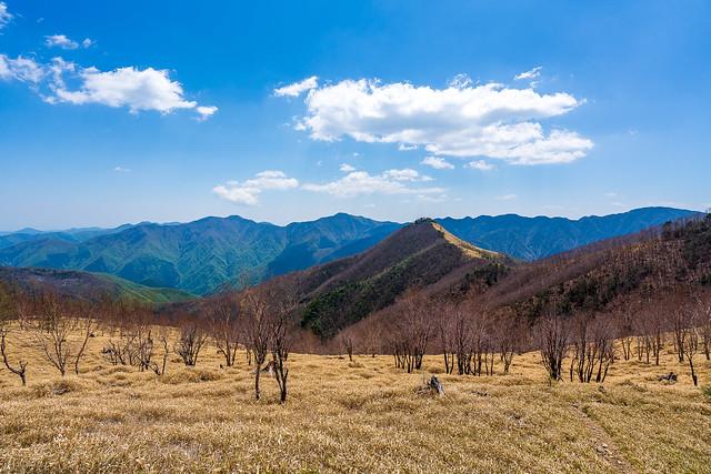 素晴らしい・・・カバアノ頭と背後の山々@焼小屋ノ頭