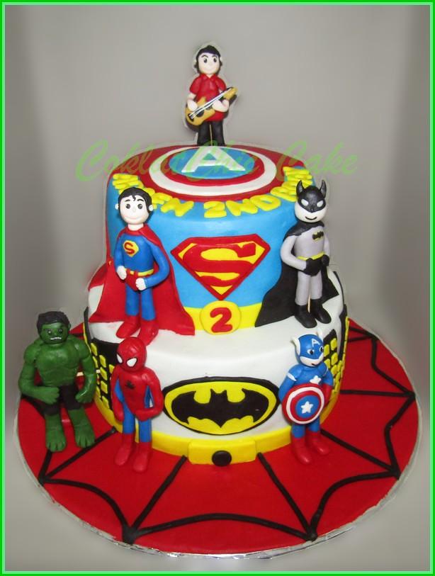 Cake Superhero ARSEN 18 cm dan 15 cm