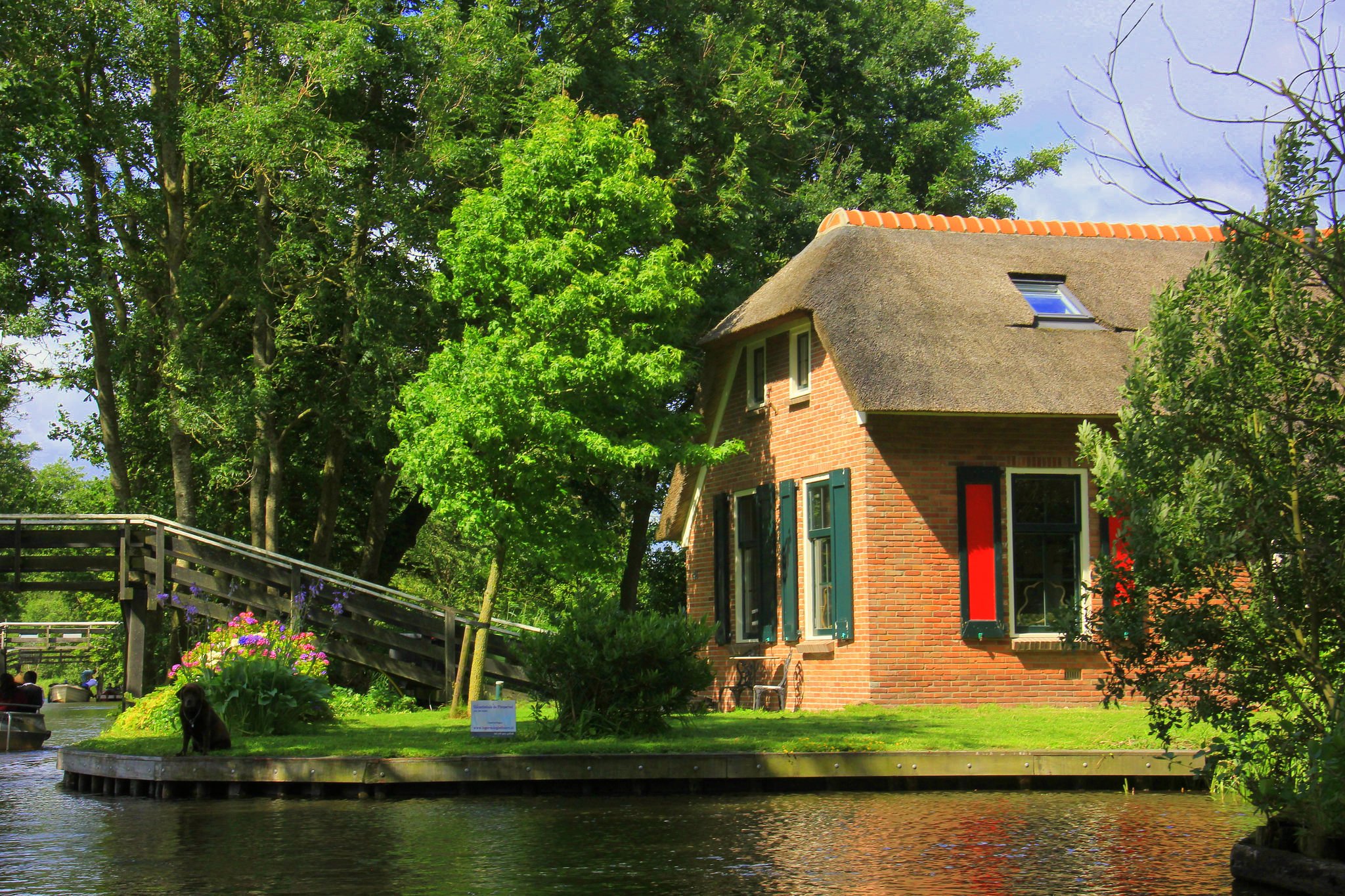 Giethoorn is famous for its waterways