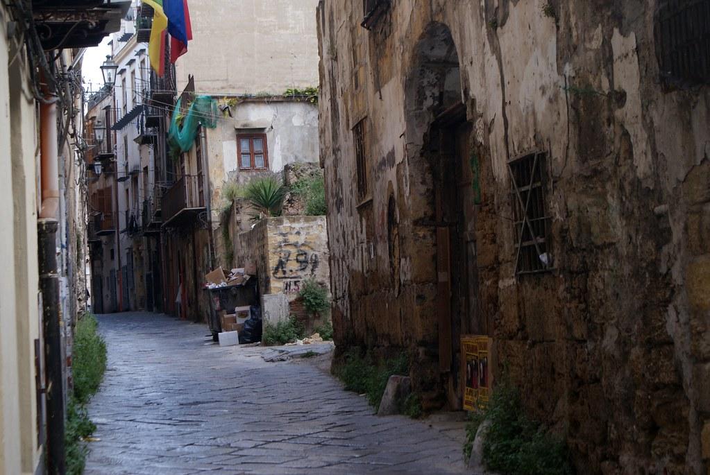Ruelle du quartier de la Vieille Ville de Palerme.