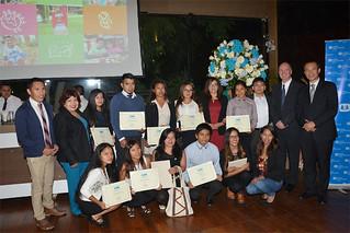 """La Universidad San Ignacio de Loyola (USIL) ocupó el primer lugar como la organización que más papel recicló entre más de 381 empresas que participaron en la campaña """"Recíclame, cumple Tu papel""""..."""