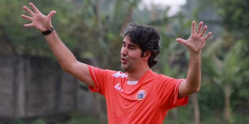http://cafegoal.com/berita-bola-akurat/persija-dipastikan-akan-menjamu-home-united-stadion-utama-gbk/