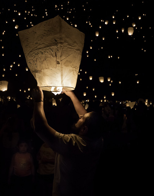 024693763345-100-Flying Paper Lanterns at the Lights Fest-1