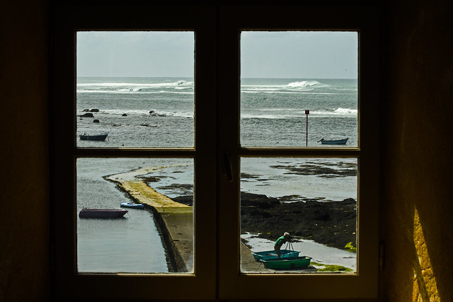 By the window... Eckmühl's Lighthouse, Penmarch, Finistère, France. 2018/05/10.