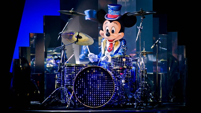 n027218_2024nov09_world_mickey-christmas-big-band-show-2017_16-9
