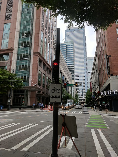 Diary of a Commute Bike: Seattle Stop Light on 7th Ave
