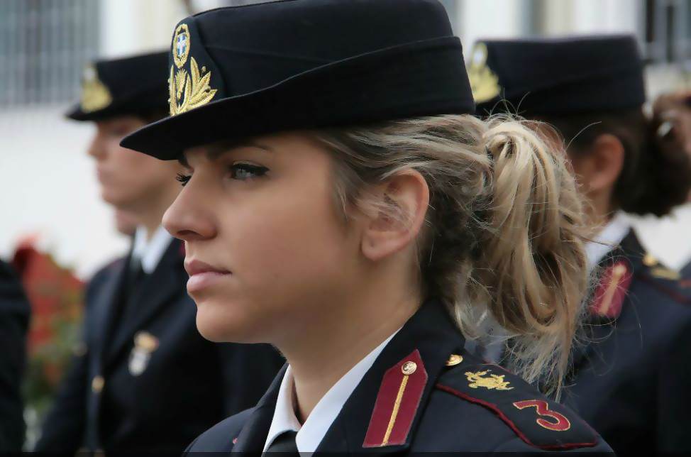 hellenic-armed-forces-military-of-greece-navy-army-air-force-female-soldiers-troops-member-women-girl-hoties-hot-cool-sexy-leisure-gun-their-hands-live-fire-exercises-leisure-gun-m-4-6-1