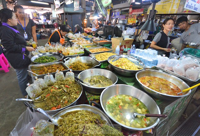 chiang mai itinerary thailand local food court