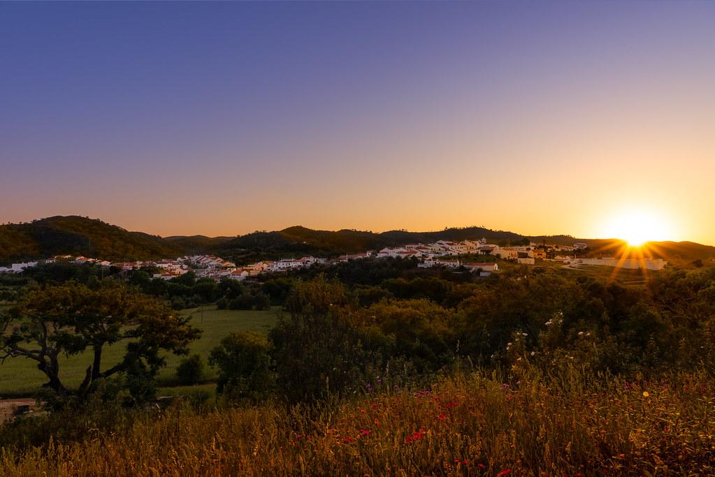São Marcos da Serra ao Pôr do Sol - São Marcos da Serra at Sunset