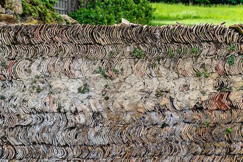 20-Un mur en tuiles