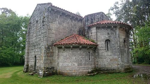 San Miguel de Breamo - fachada sur + ábsidas leste