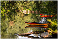 Wasser und Boote im Frühling