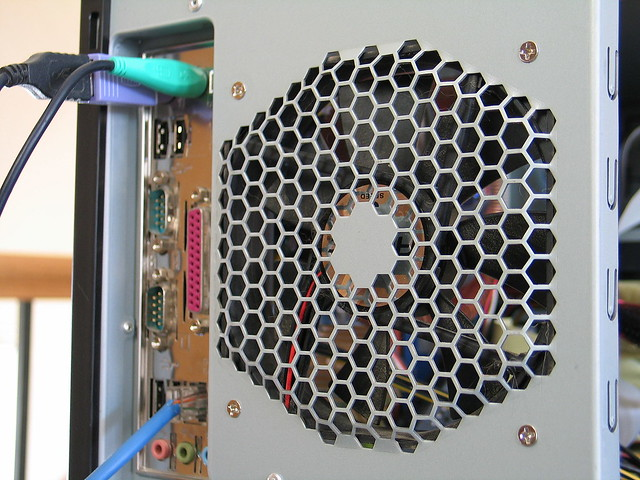 Silent_PC-honeycomb_grille