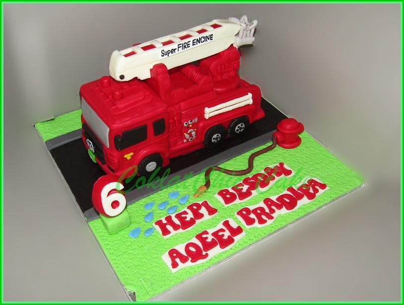 Cake Firetruck AQEEL 18 cm