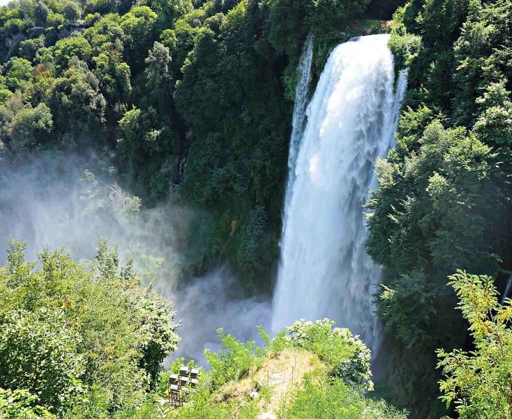 Cascata delle Marmoren yläputous