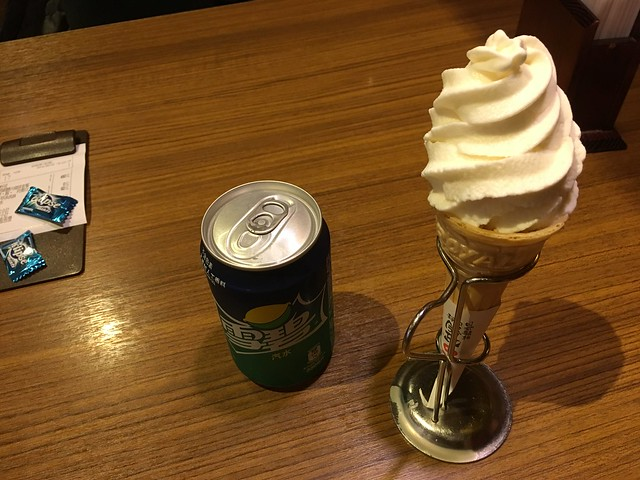 甜點與飲料我們選汽水與香草霜淇淋@台北信義勝政豬排