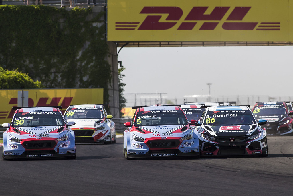 30 TARQUINI Gabriele (ITA), BRC Racing Team, Hyundai i30 N TCR, action 05 MICHELISZ Norbert (HUN), BRC Racing Team, Hyundai i30 N TCR, action 86 GUERRIERI Esteban (ARG), ALL-INKL.COM Munnich Motorsport, Honda Civic TCR, action, start, during the 2018 FIA WTCR World Touring Car cup, Race of Hungary at hungaroring, Budapest from april 27 to 29 - Photo Gregory Lenormand / DPPI