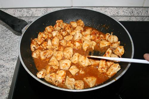 31 - Verrühren & Sauce eindicken lassen / Stir & let sauce thicken