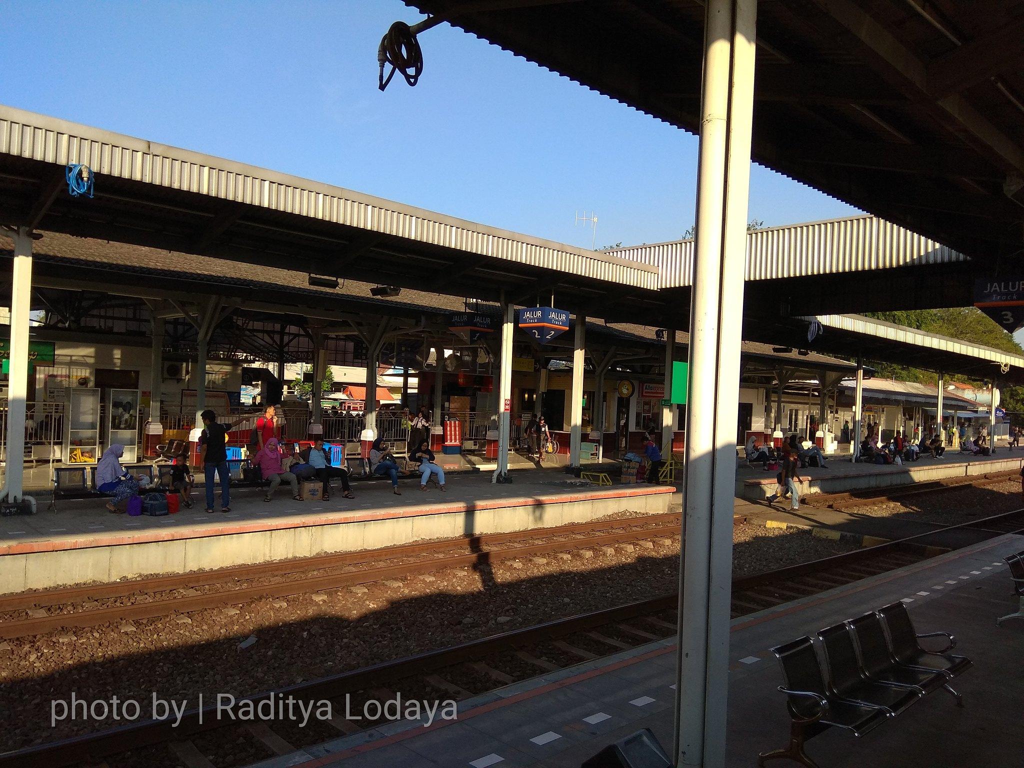 29 TRIP REPORT KERETA API JAYABAYA 1 (JAKARTA-CIREBON) -- STASIUN CIREBON PRUJAKAN 3