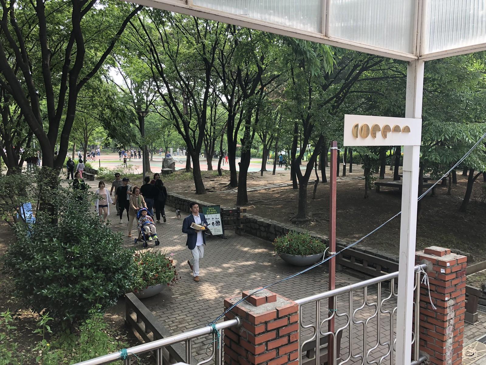 센터커피에서 바라본 서울숲 입구