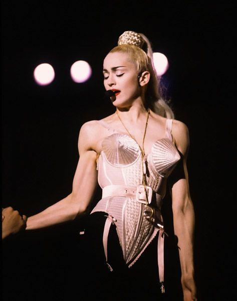 Мадонна во время мирового тура Blond Ambition