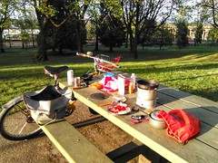 With a high of 80F/27C, it seemed an appropriate time for the first #dinneroutside of 2018! I rode the #heavyduti over to Farragut Park and made tacos using the #trangia27 stove. #trangia @trangia_sweden