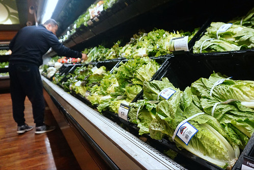 First US death due to romaine lettuce as E. coli outbreak widens