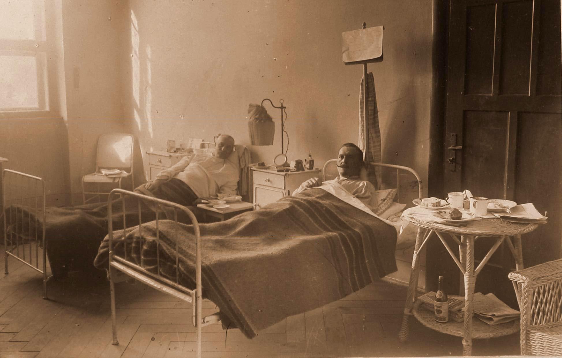 16. Раненые в отдельной офицерской палате № 12