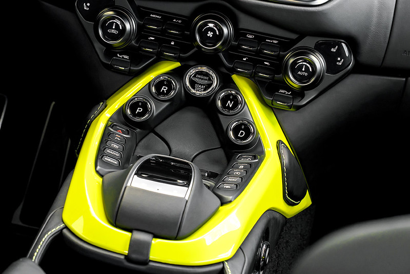 Aston Martin Vantage1