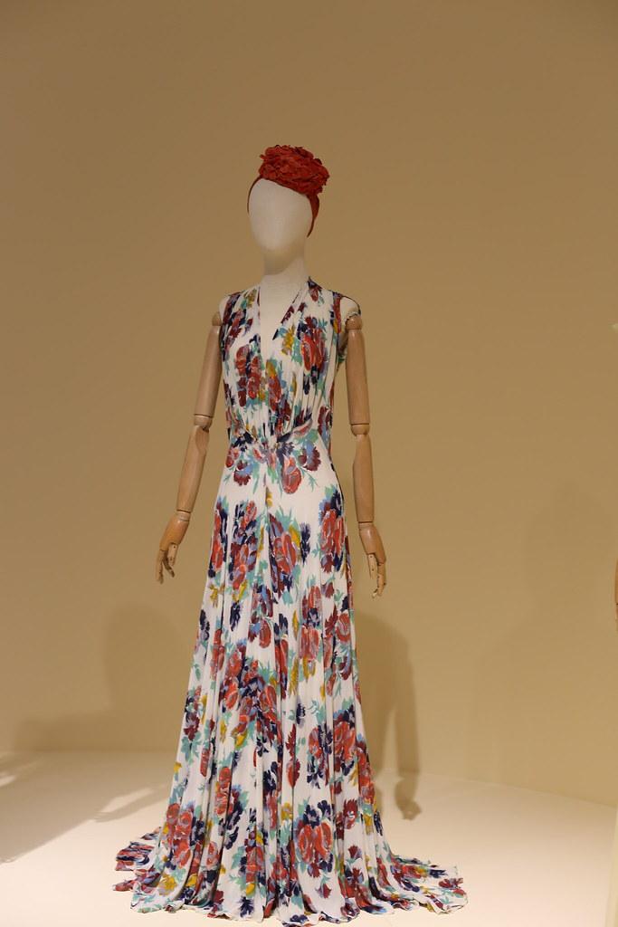 Платье из набивного крепа с цветочным рисунком