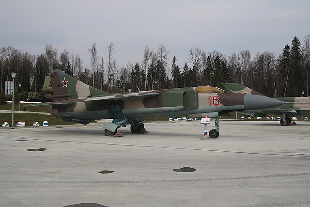 16-RED MIG23