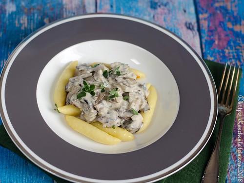 Kartoffelröllchen mit Champignonsauce (2)