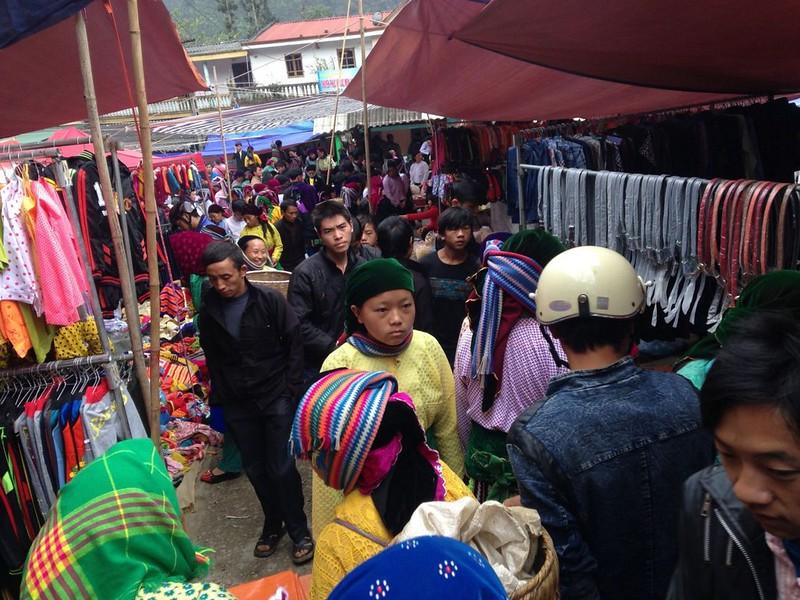 サフィン(Sa Phin)のマーケットとモン族王の館, 1