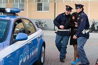 polizia-arresto-aguzzina