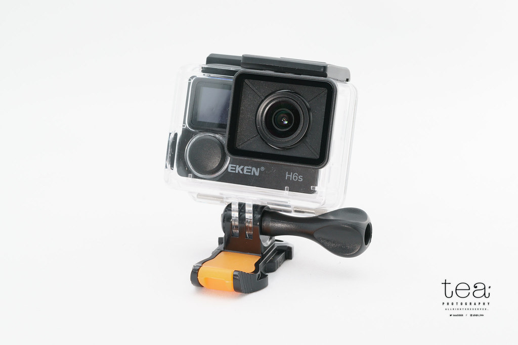 防水ケースによって水中でも撮影や設定変更などの操作が可能