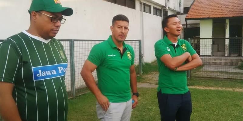 Pelatih Persebaya Surabaya Mempertanyakan Gol Borneo FC