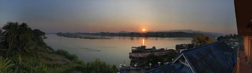 pano panorama laos lao thailand border river boats asia sea mekong huay xai sun